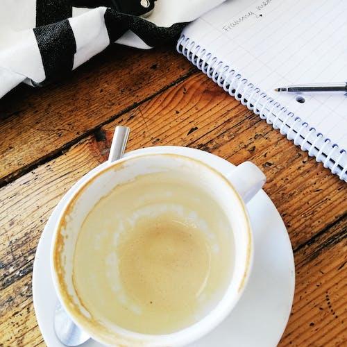 咖啡, 空咖啡杯, 筆記, 螺旋裝訂筆記本 的 免费素材照片