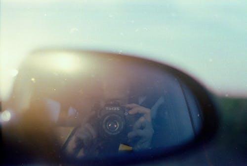 Безкоштовне стокове фото на тему «бічне дзеркало, відеообладнання, відображення, камера»