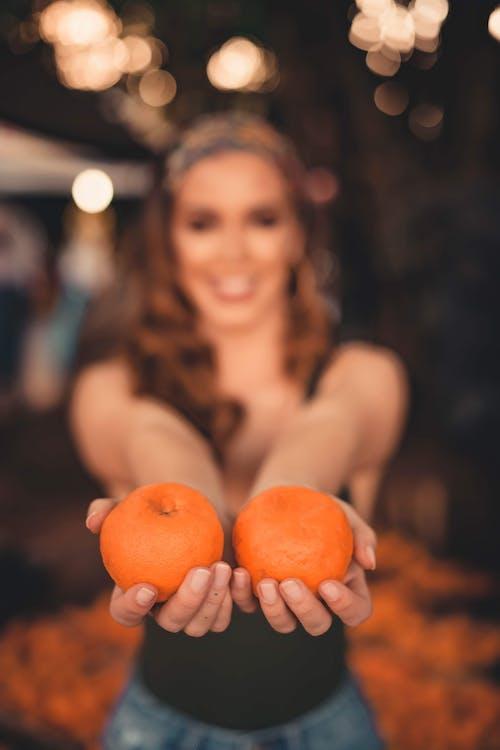 Fotos de stock gratuitas de comida, Fruta, macro, mujer