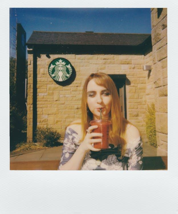 Starbucks, великий план, вираз обличчя