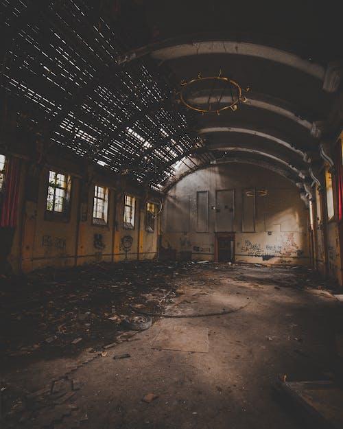 harabe, konser salonu, terk edilmiş, terk edilmiş bina içeren Ücretsiz stok fotoğraf