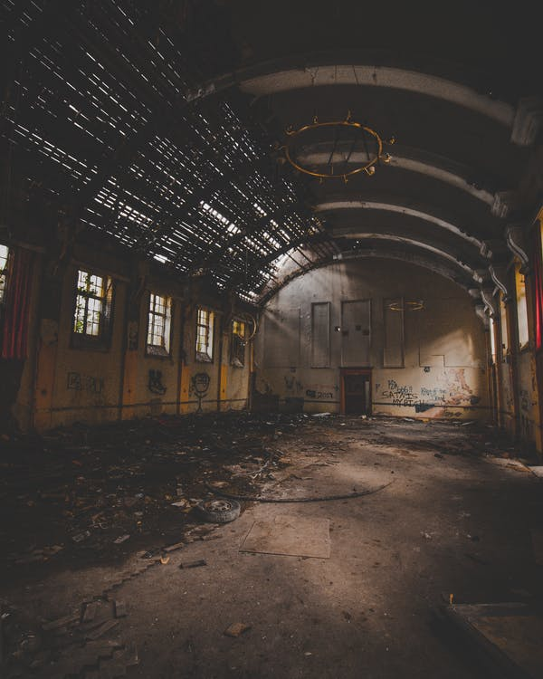失修的, 廢棄的, 廢棄的建築