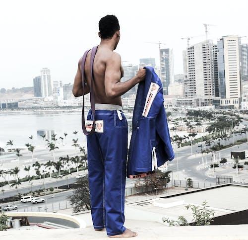 Ilmainen kuvapankkikuva tunnisteilla 20-25-vuotias mies, afrikkalainen mies, hymy, ilman paitaa