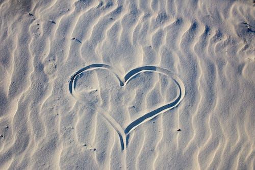 Imagine de stoc gratuită din formă de inimă, nisip