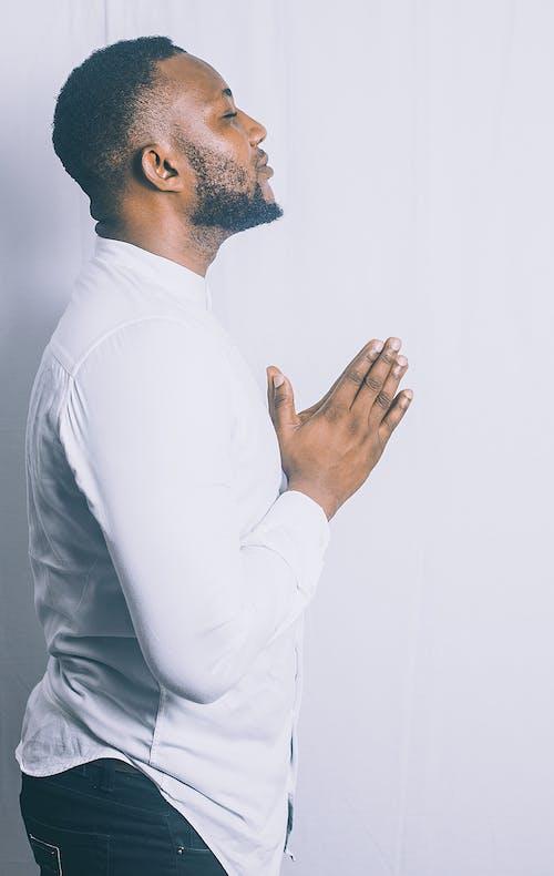 Ảnh lưu trữ miễn phí về anh chàng cầu nguyện trắng, cầu nguyện, Chân dung, Nam giới