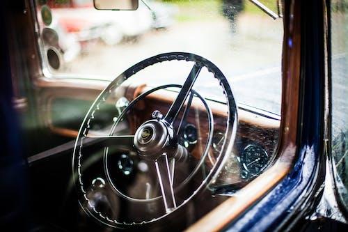 Kostenloses Stock Foto zu armaturenbrett, auto, lenkrad, oldtimer