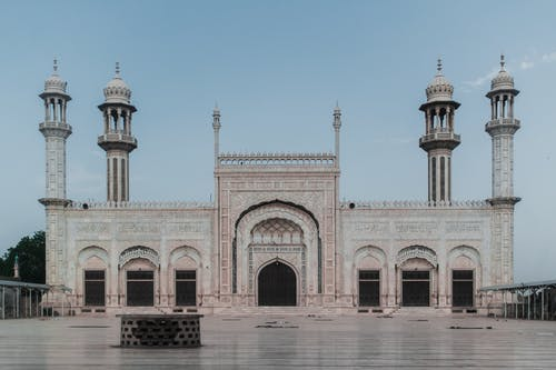 歴史的建造物とミナレット