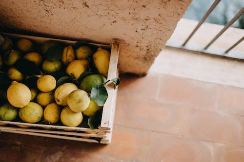 Photos gratuites de agrumes, boîte, boite en bois, citron