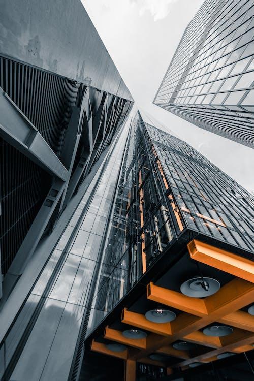 Kostenloses Stock Foto zu architektur, aufnahme von unten, büros, gebäude