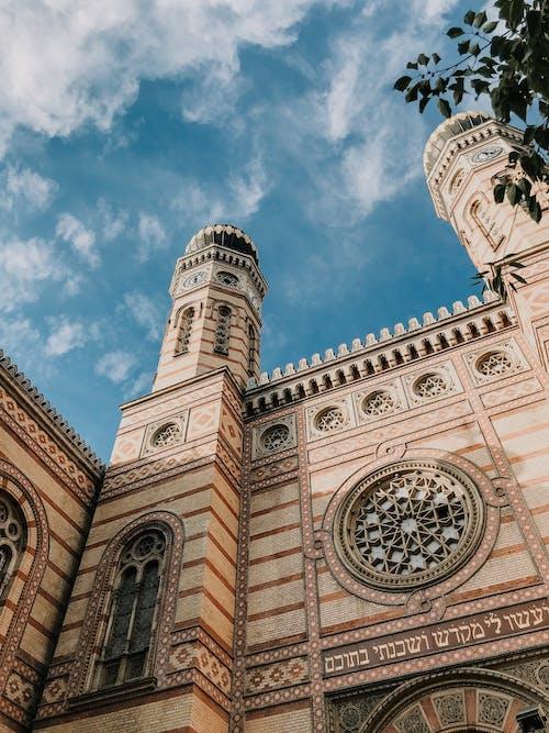 Kostenloses Stock Foto zu alt, antike römische architektur, architektur, bewölkter himmel