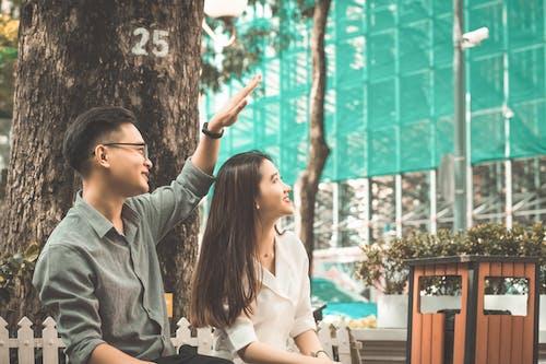 Безкоштовне стокове фото на тему «знак любові, мила пара, молода пара, накрити»