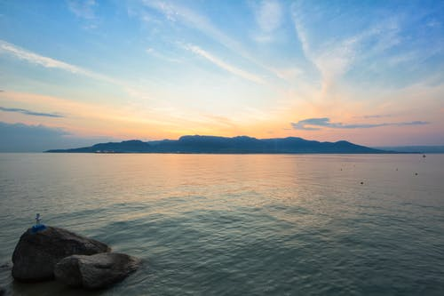 Безкоштовне стокове фото на тему «sunburst, гарний захід сонця, море, пляж»