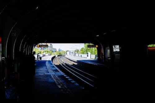 Ilmainen kuvapankkikuva tunnisteilla asema, höyryjuna, junanrata, junarata