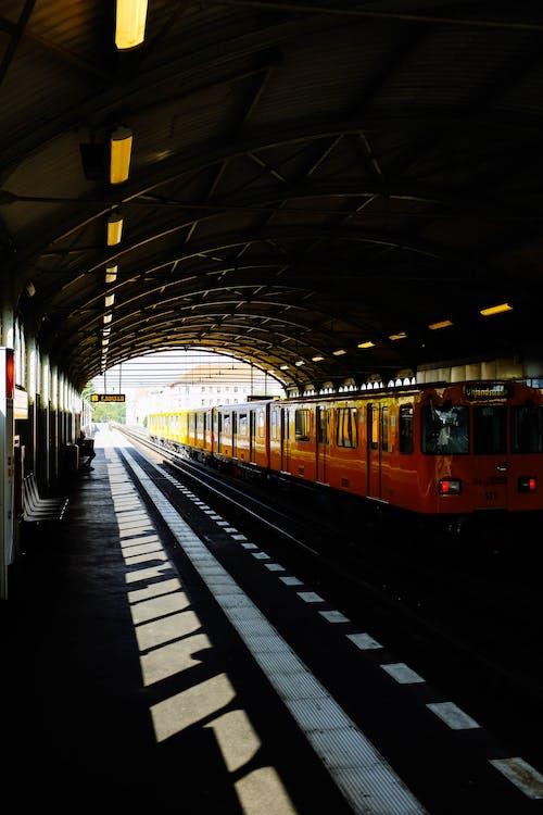 Δωρεάν στοκ φωτογραφιών με ατμομηχανή, γραμμές τρένου, δημόσιες συγκοινωνίες, πλατφόρμα