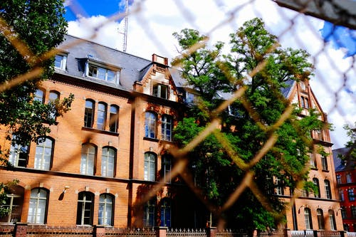 建築物正面, 建造, 籬笆 的 免費圖庫相片