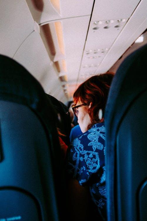 Foto d'estoc gratuïta de adult, assegut, atracció, blau