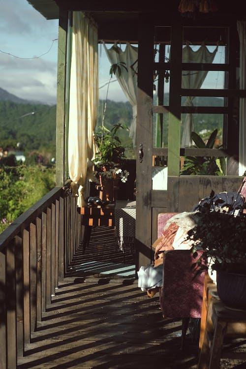 balkon, masa, sabah içeren Ücretsiz stok fotoğraf