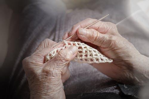 Ảnh lưu trữ miễn phí về bà già, móc, tay
