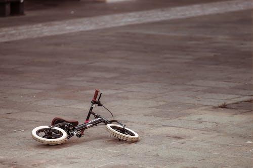 Immagine gratuita di bicicletta, fotografia di strada