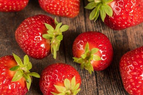Fotobanka sbezplatnými fotkami na tému bobuľa, chutný, jahody, jedlo