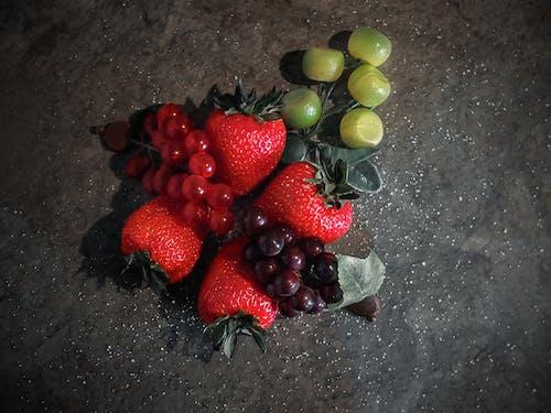 Ingyenes stockfotó élelmiszer, élelmiszer-fotózás, eprek, fényképész témában