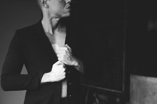 Základová fotografie zdarma na téma černobílá, černobílý, chlápek, dobře vypadající