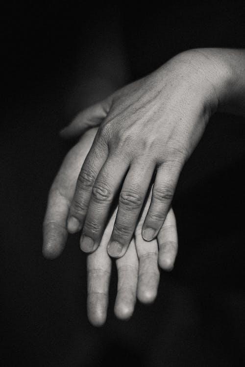 คลังภาพถ่ายฟรี ของ ขาวดำ, คน, นิ้วมือ, บุคคล