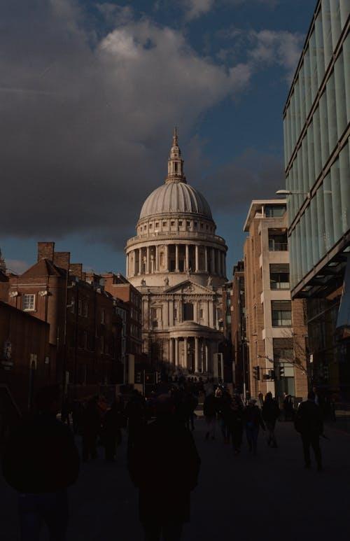 Gratis lagerfoto af arkitektur, by, filmfotografering, gade