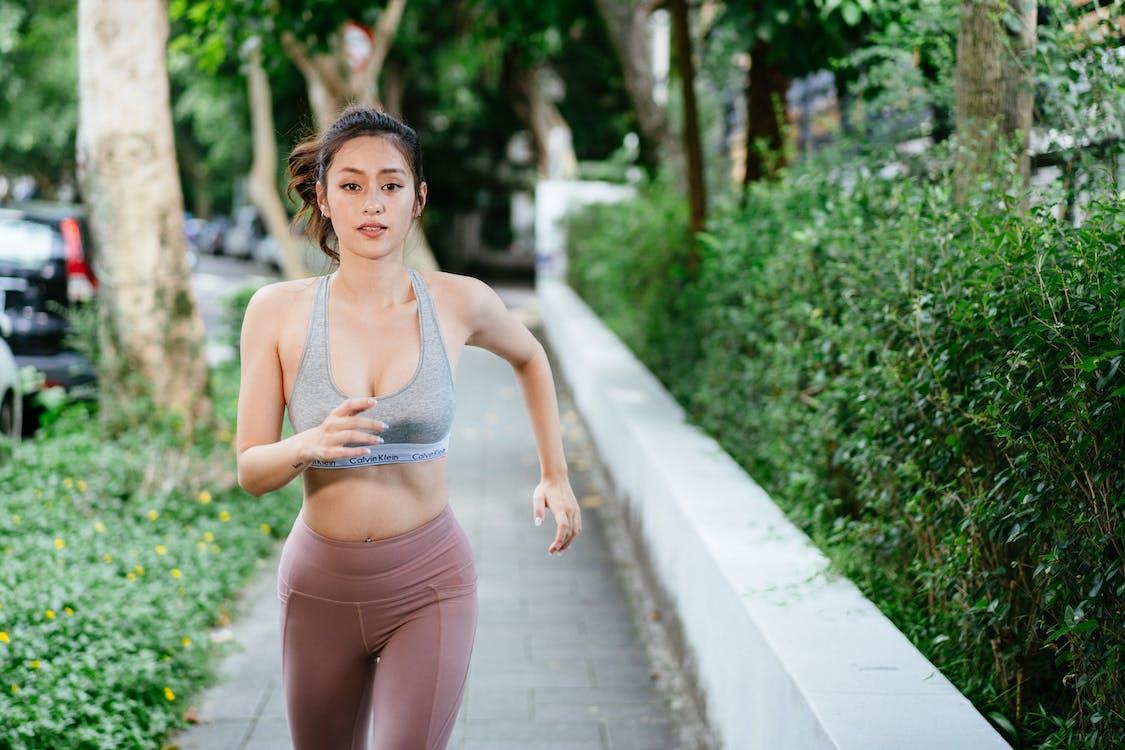 atrakcyjny, bieganie, ćwiczenie