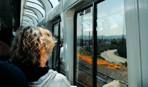 Kostnadsfri bild av fönster, fordon, järnväg, kollektivtrafik