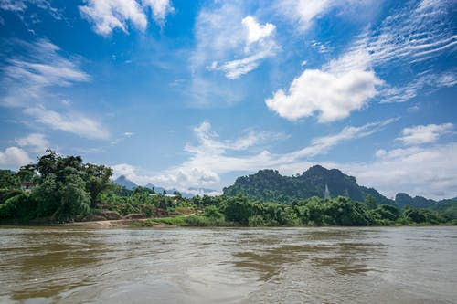 Безкоштовне стокове фото на тему «блакитне небо, гора, річка»
