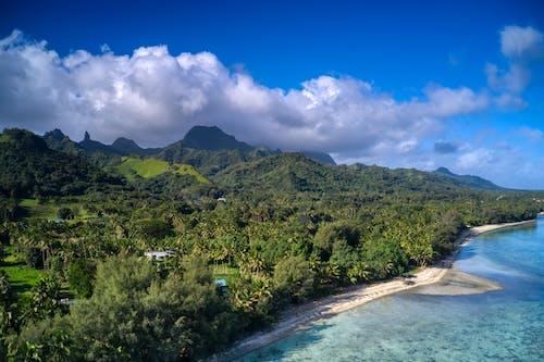 Gratis stockfoto met aan het strand, bergen, blauw water, blauwe lucht