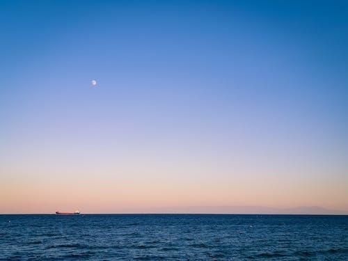 Безкоштовне стокове фото на тему «вода, Водний транспорт, горизонт, Захід сонця»