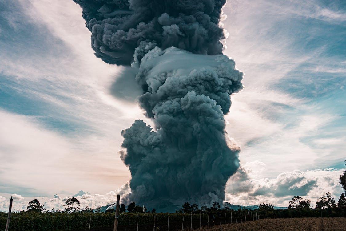 denné svetlo, dym, erupcia