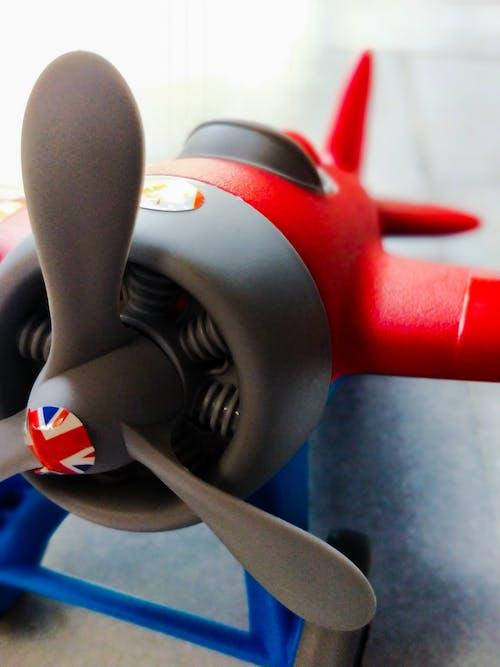 Photos gratuites de avion, avion miniature, jouet pour bébé, jouet pour enfants