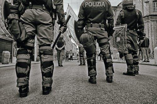 Безкоштовне стокове фото на тему «Безпека, відтінки сірого, військовий»
