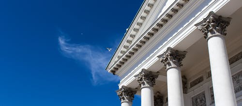 Kostenloses Stock Foto zu finnland, helsinki, kirche, pfeiler