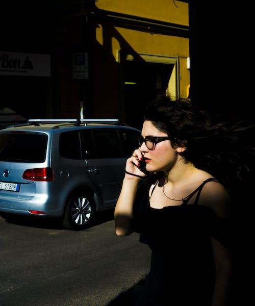 Ilmainen kuvapankkikuva tunnisteilla aikuinen, asu, auto, brunette