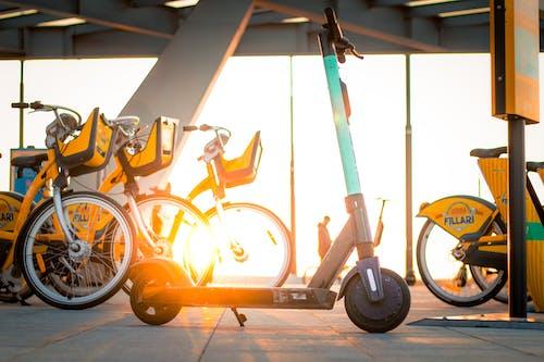 Бесплатное стоковое фото с Велосипеды, продвижение, скутер, сунет