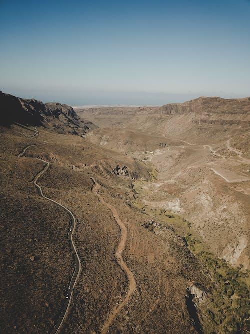 砂漠の道の無料の写真素材