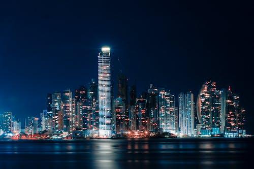 Foto stok gratis Arsitektur, badan air, bangunan, bertingkat tinggi