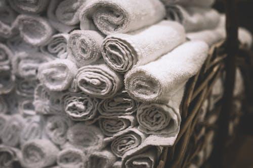 Immagine gratuita di asciugamani, asciugamani da bagno, bagno, bianco
