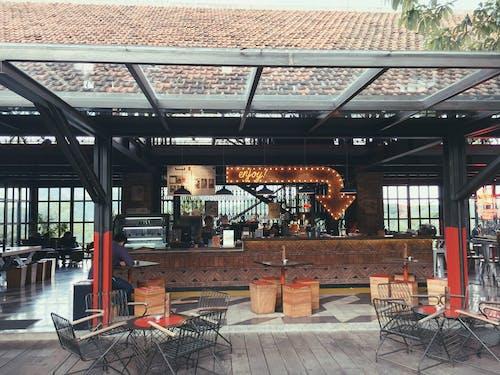 bar kafe, Rahatlamak, takılmak içeren Ücretsiz stok fotoğraf