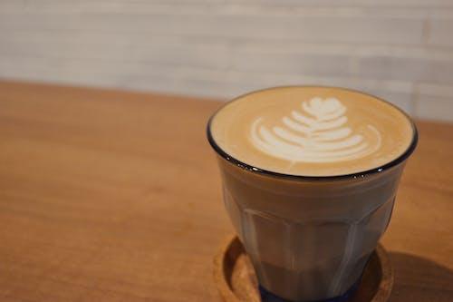 Kahve, kahve içmek, latte, sıcak kahve içeren Ücretsiz stok fotoğraf