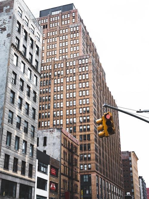 açık hava, apartman binaları, apartmanlar, binalar içeren Ücretsiz stok fotoğraf