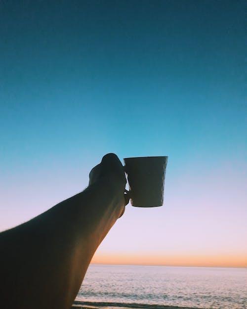 咖啡, 咖啡杯, 天空, 手 的 免費圖庫相片