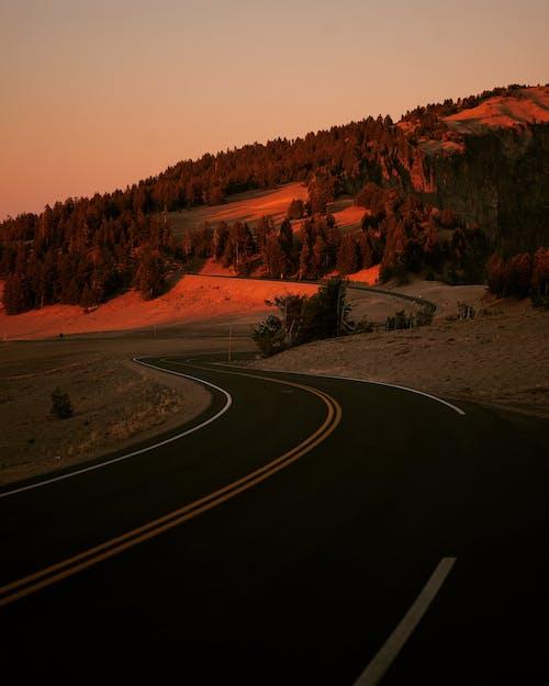Fotobanka sbezplatnými fotkami na tému asfalt, cesta, diaľnica, hora