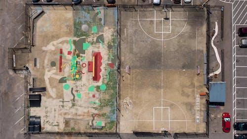 Бесплатное стоковое фото с архитектура, баскетбольная площадка, бетон, город