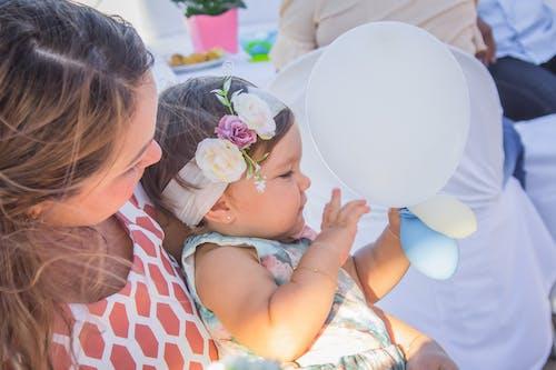 Бесплатное стоковое фото с вечеринка в честь дня рождения, воздушный шар, день рождения, красивая девушка