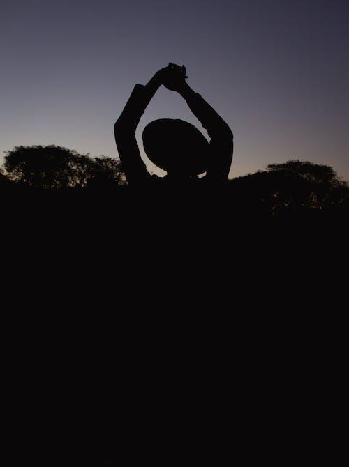 akşam karanlığı, arkadan aydınlatılmış, barışçıl, gölge içeren Ücretsiz stok fotoğraf